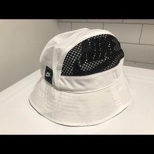 NIKE Mesh Bucket Hat Sportswear BV3363-100 White